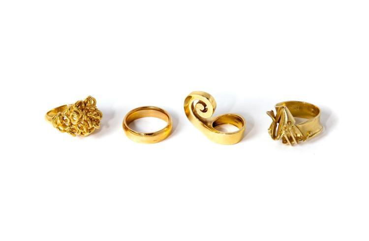 GROUP OF 18 KARAT YELLOW GOLD RINGS.
