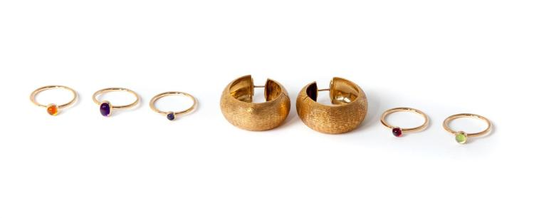 GOLD EARRINGS AND RINGS.