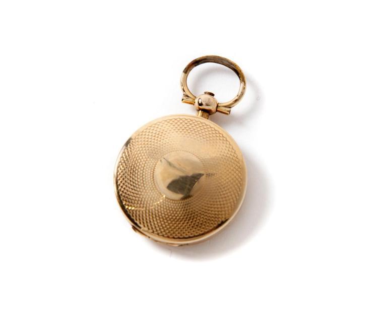 GOLD LOCKET-SHAPED VINAIGRETTE.