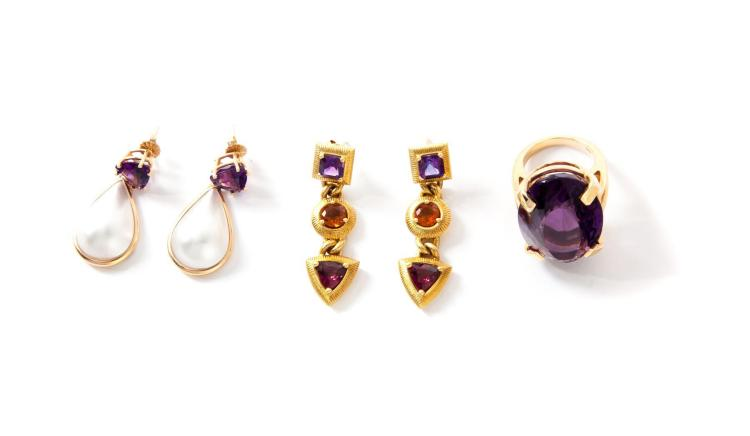 AMETHYST RING AND TWO PAIRS OF EARRINGS.