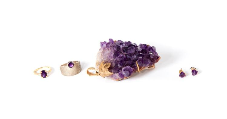 SMALL GROUP OF AMETHYST JEWELRY.