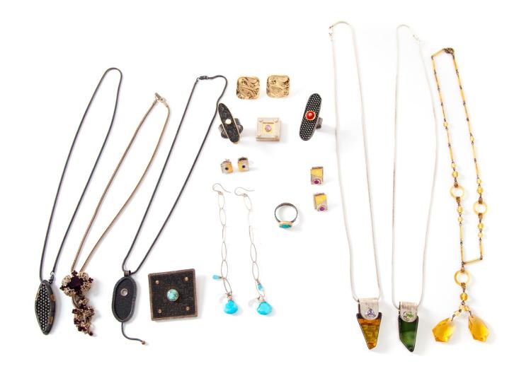 MISCELLANEOUS GROUP OF JEWELRY.