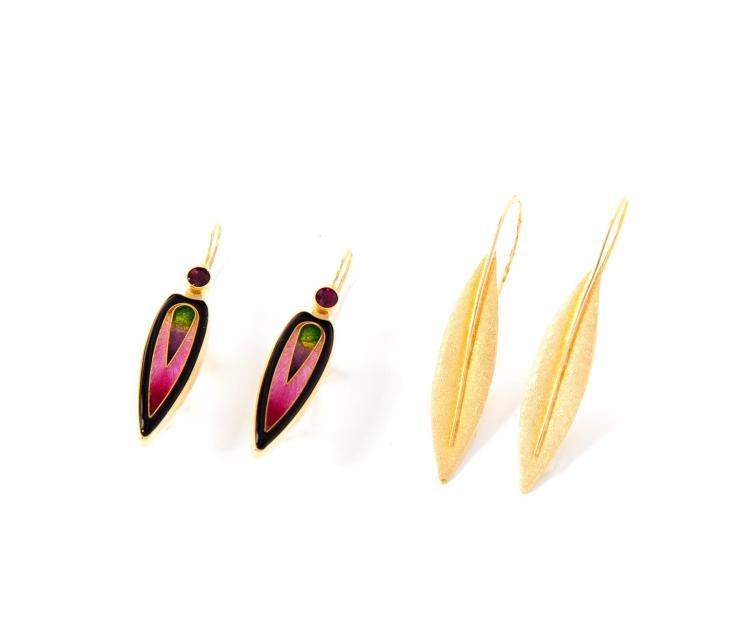 TWO PAIRS OF GOLD EARRINGS.