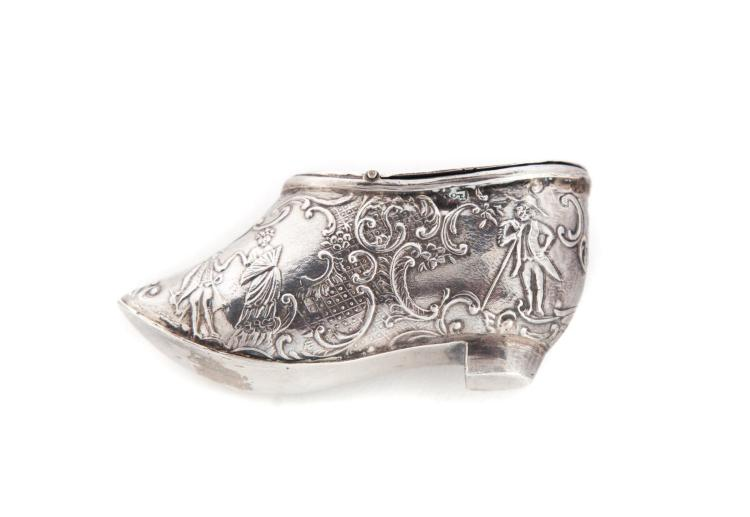 SHOE-SHAPED SILVER VINAIGRETTE.