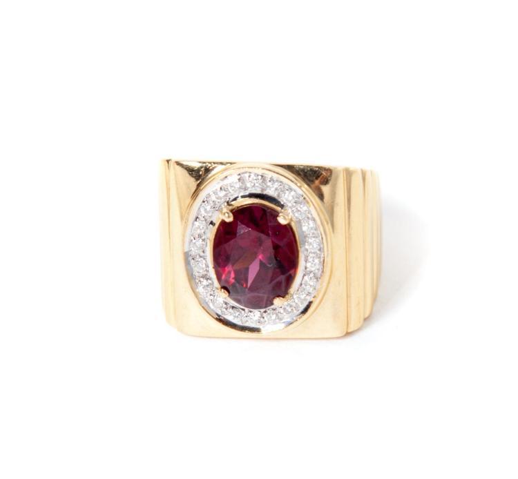 18 KARAT GOLD, RUBY, AND DIAMOND RING.