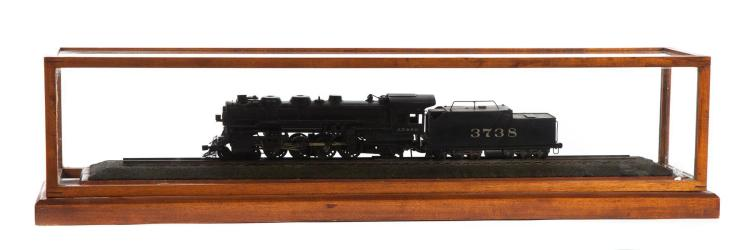 A.T. & S.F. (ATCHISON, TOPEKA, & SANTA FE RAILROAD) 4-8-2 STEAM ENGINE MODEL IN DISPLAY CASE.