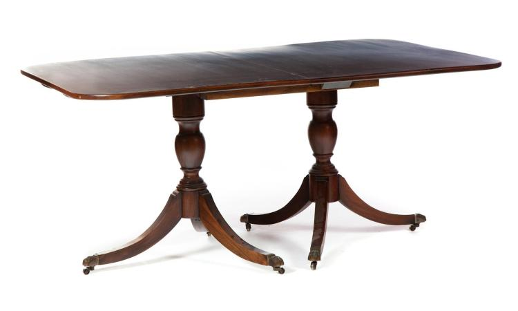 VIRGINIA GALLERIES DOUBLE-PEDESTAL SHERATON-STYLE DINING TABLE.