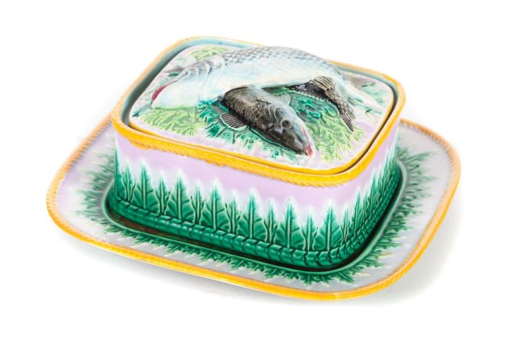 GEORGE JONES MAJOLICA SARDINE DISH WITH UNDERPLATE.