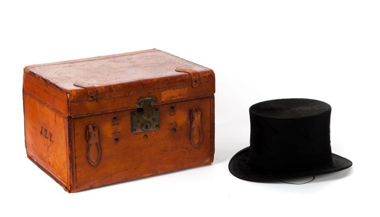 SCOTTISH BEAVER TOP HAT IN LEATHER BOX.