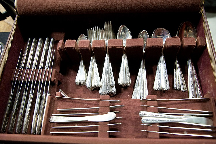SET OF TOWLE STERLING SILVER FLATWARE.