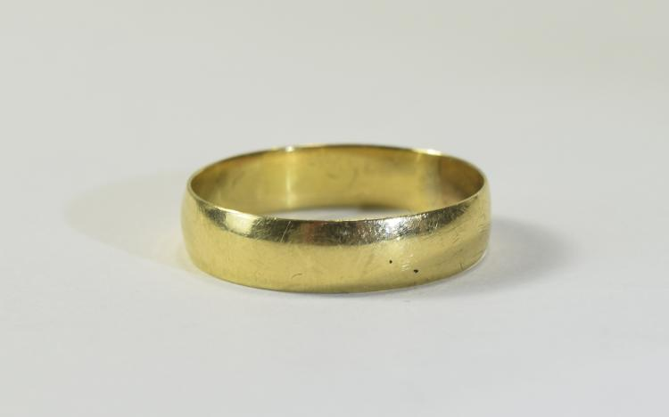 18ct Gold Gents Large Size Wedding Band. Fully Hal