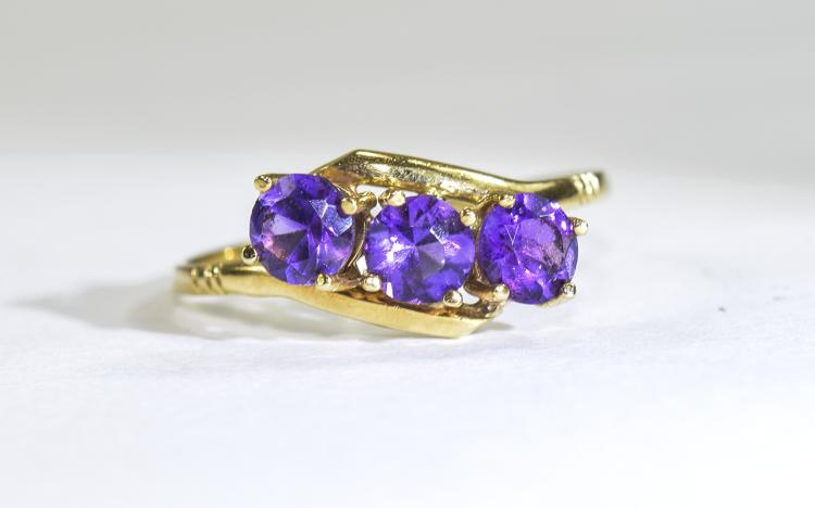 18ct Gold Set 3 Stone Amethyst Ring. The Amethysts