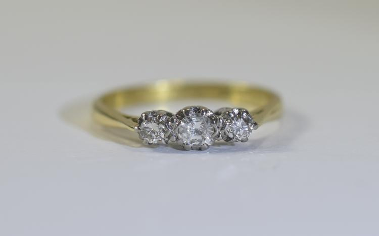 18ct Yellow Gold Set 3 Stone Diamond Ring. Fully H