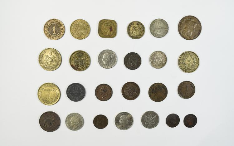 A Collection of Silver and Bronze World Coins - Hi