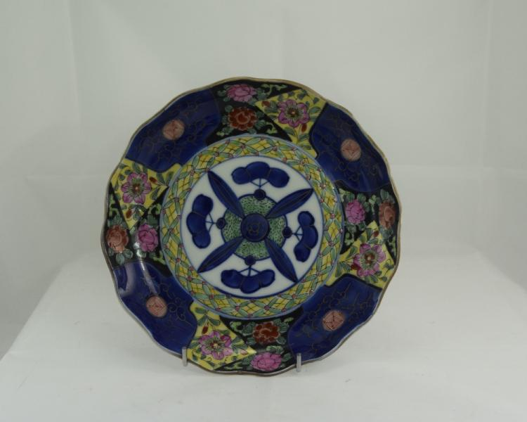 Early 20thC Chinese Cabinet Plate, Shaped Form Wit