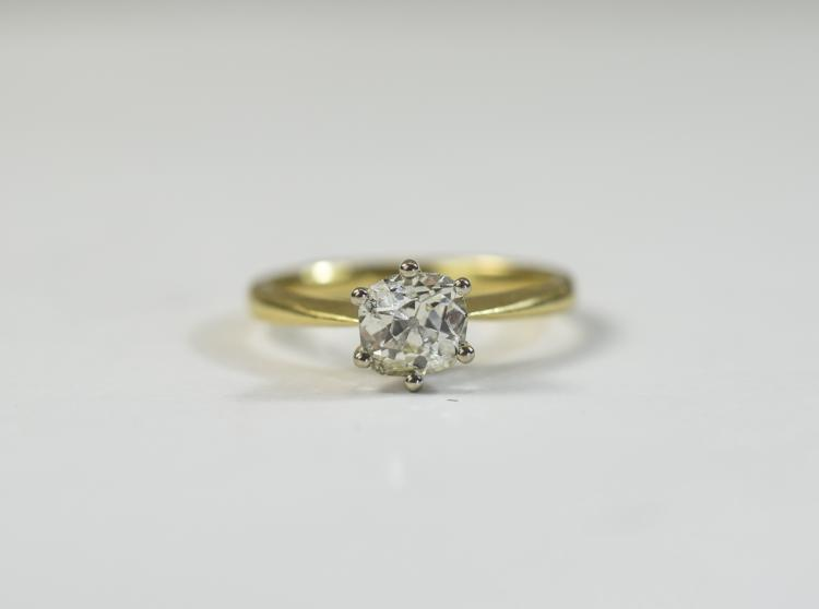 Ladies 18ct gold single stone diamond ring; Cushio
