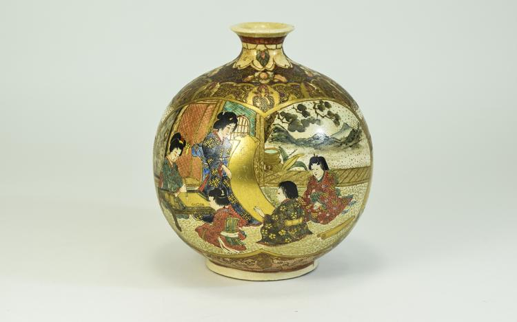 Satsuma - Nice Quality Globular Shaped Vase. Meiji