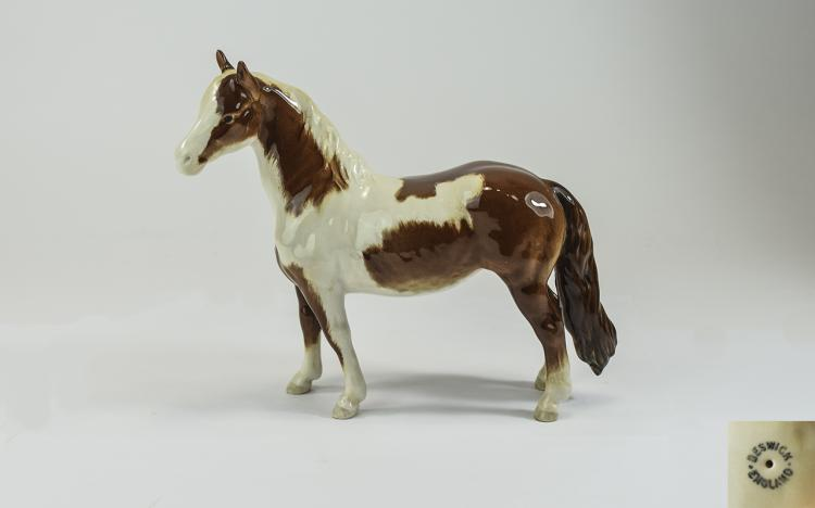 Beswick Horse Figure ' Pinto Pony ' Tail Hangs Loo