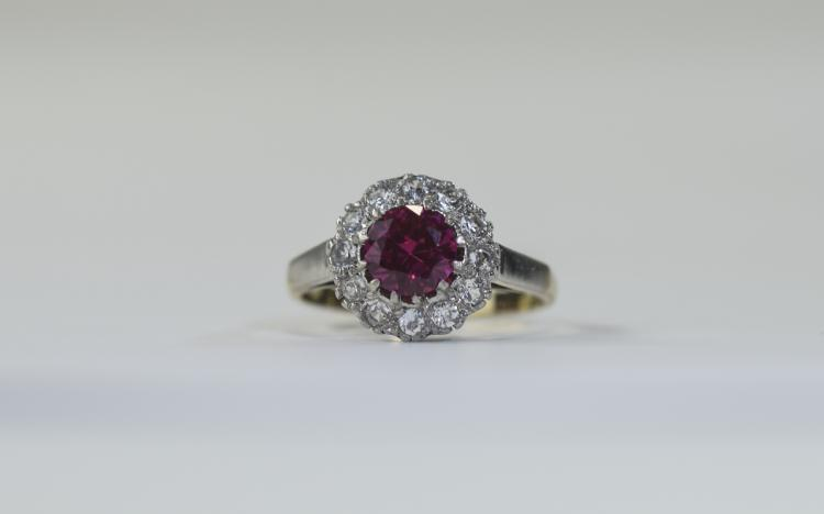 9 Carat Gold Dress Ring central ruby red coloured