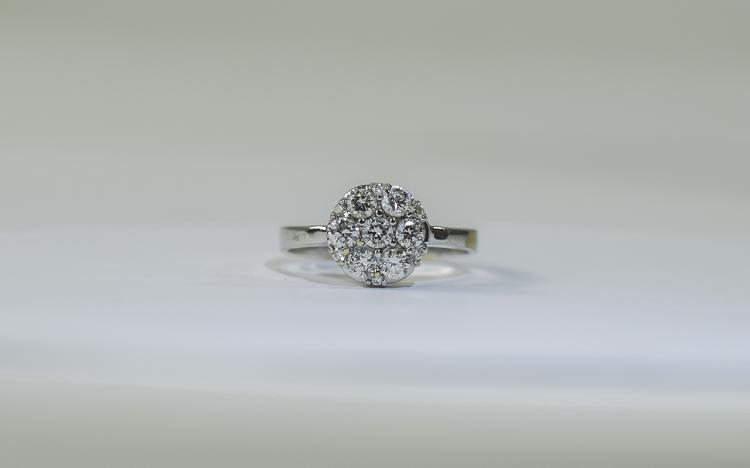 18 Carat Gold Diamond Cluster Ring set with 7 roun