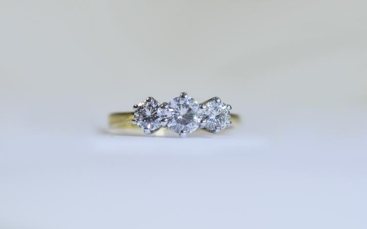18ct 3 Stone Diamond Ring Set With 3 Round Modern