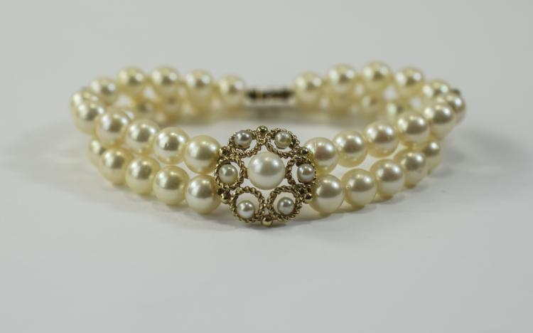 A Top Quality Cultured Pearl Bracelet with 9ct Gol