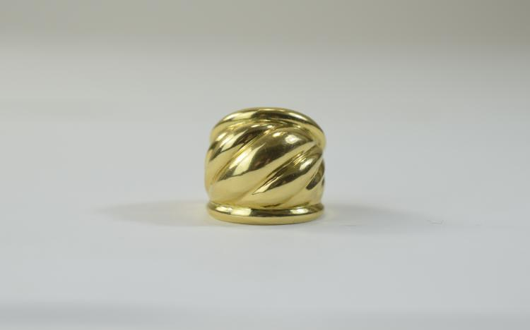 18ct Yellow Gold Large Ring. Marked 750, Ring Size