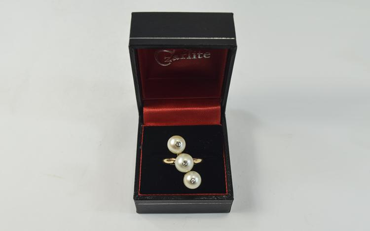 Ladies Unusual 9ct Gold Set Pearl and Diamond Ring