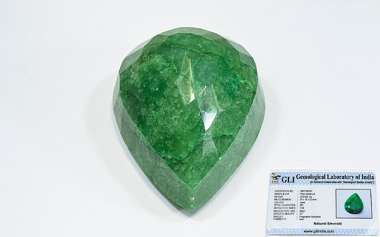 natural green emerald pear mixed cut weight 2167 00 cts re