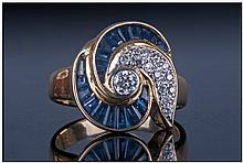 18ct Gold Ladies Dress Ring, Set with a Central