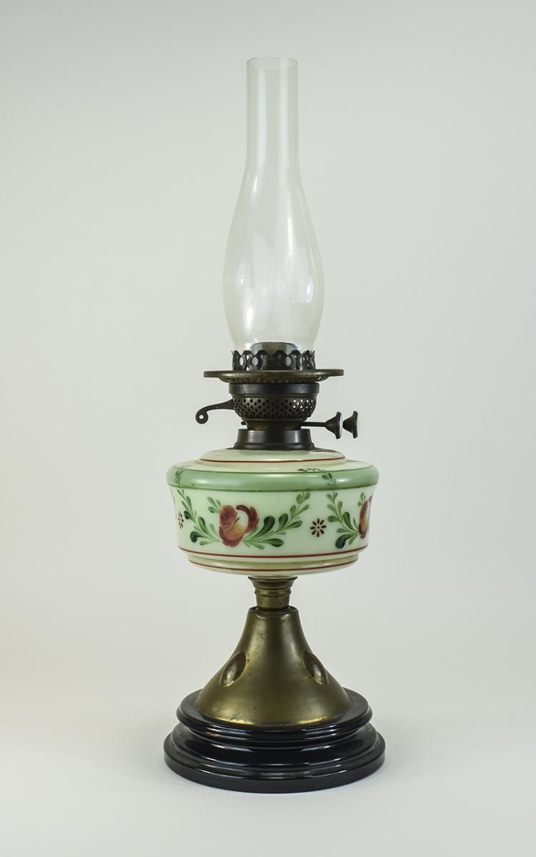 VictorianNiceQualityOilTableLamp,FeaturesTwinDeluxWicks,HandPain