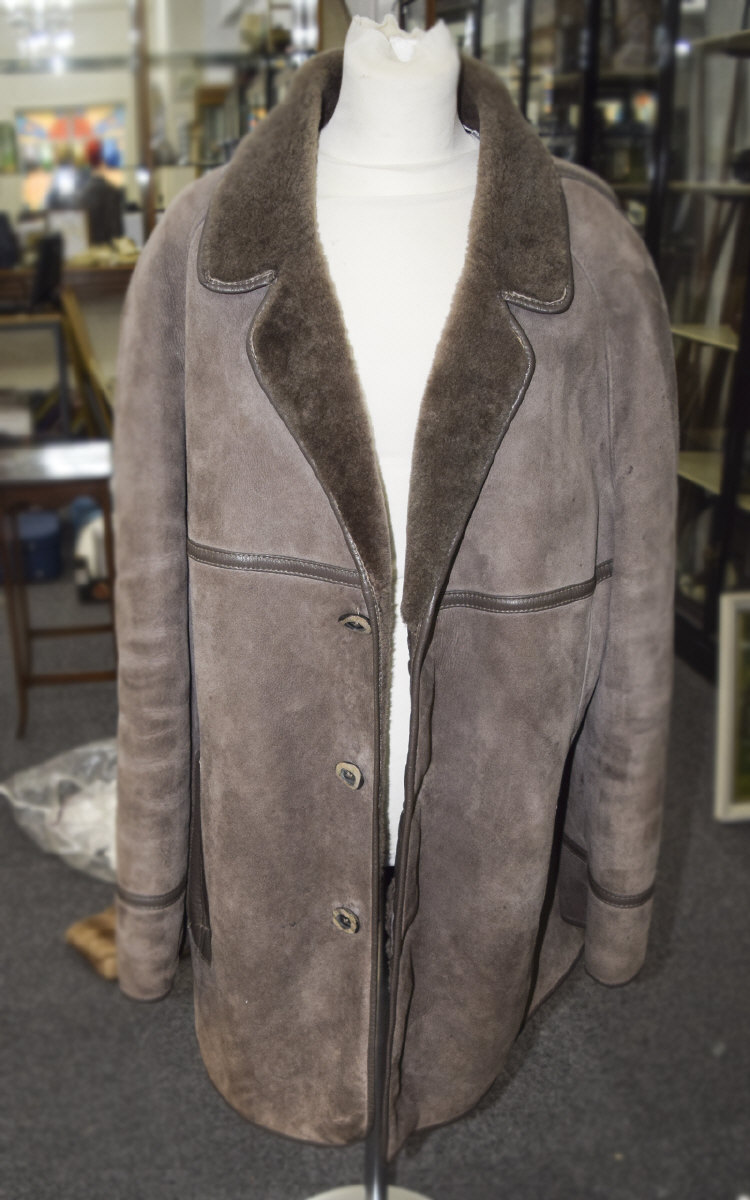 GentsLightBrownSheepskinThreeQuarterLengthJacket,lovelycondition.
