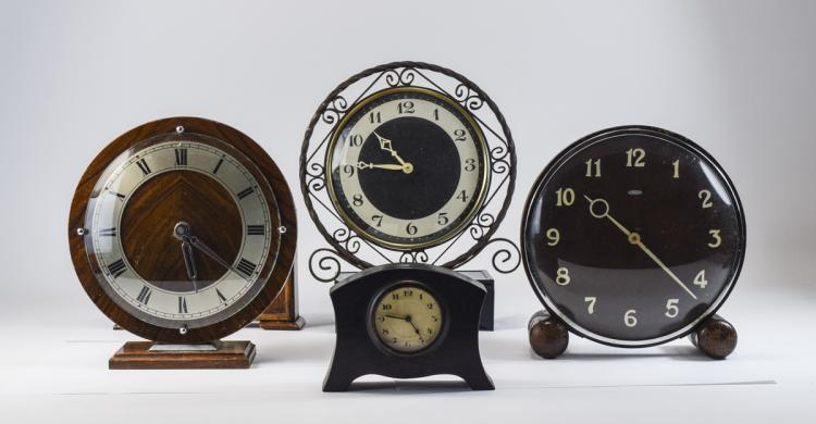 ACollectionof1940's&1950'sRetro8DayMantelClocks(5)ClocksInT