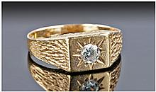 9ct Gold Set Single Stone Diamond Ring. Diamonds