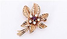 9ct Gold Garnet And Pearl Flower Design Brooch.