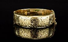 Edwardian Period 9ct Gold / Metal Core Hinged Bangle with Safety Chain. Cha