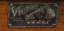 Lot 146: Victor R phonograph