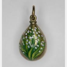A Fabergé Style Yellow Gold and Hand Painted Miniature Egg Form Pendant, 20th Century,
