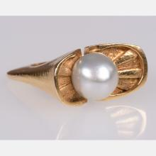 A 14kt. Yellow Gold and Pearl Handmade Ladies Ring,