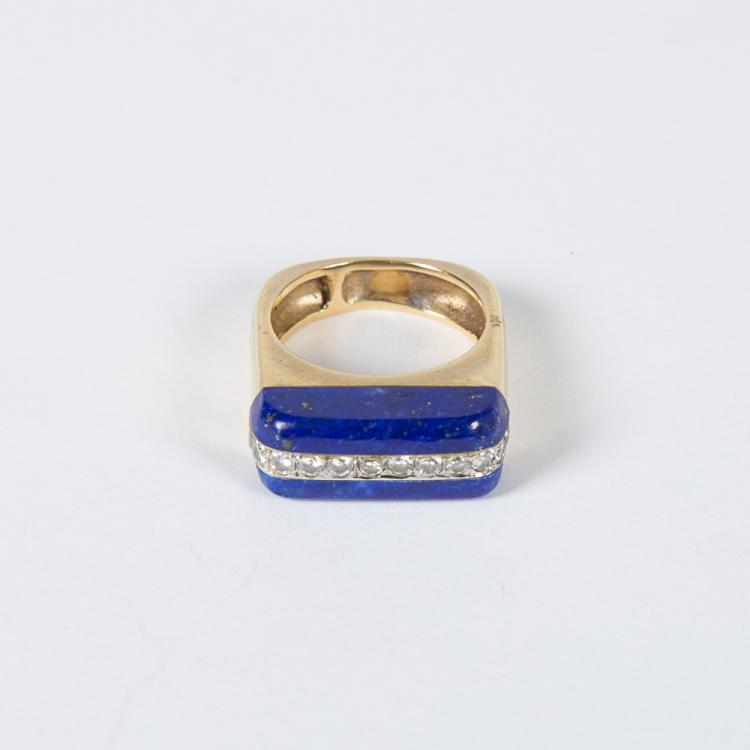 An 18kt. Yellow Gold, Lapis Lazuli and Diamond Ring,