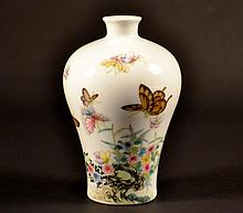Chinese Porcelain Vase with Butterfly Size : 7