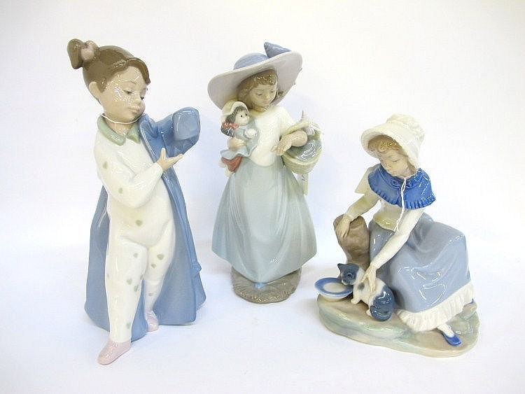 Two Nao porcelain figures of young girls