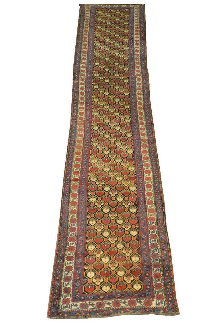KURD RUNNER, Persia, ca. 1900;