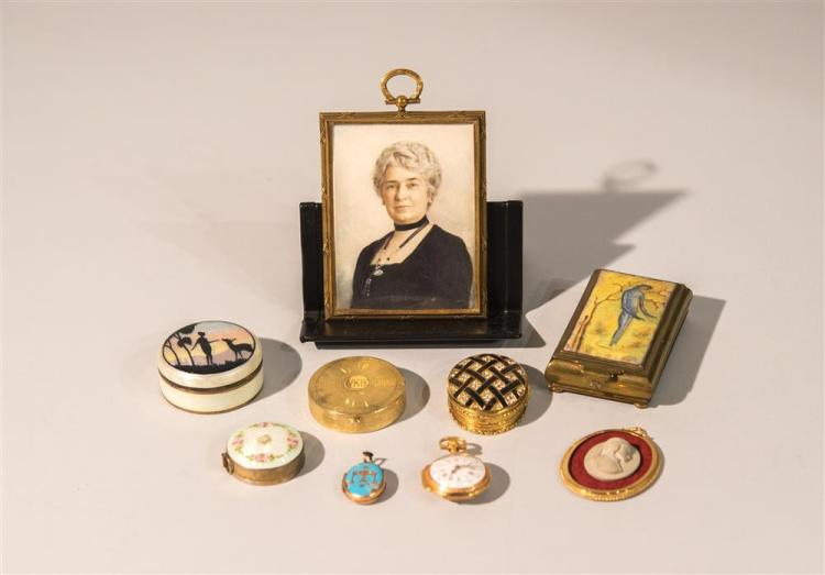 COLLECTION OF BOXES AND OTHER SMALL OBJECTS