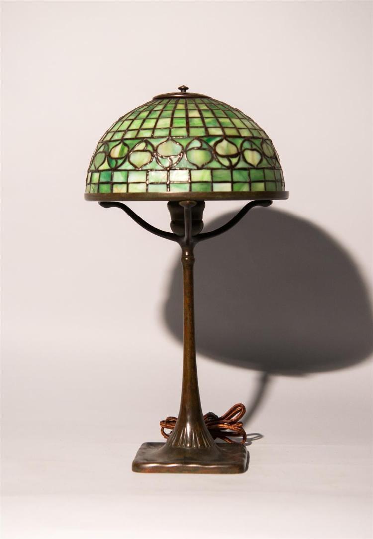 TIFFANY STUDIOS LEADED GLASS AND BRONZE DESK LAMP