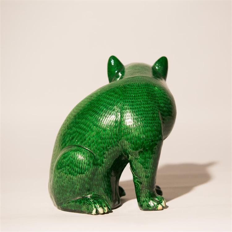 CHINESE EXPORT FIGURE OF A CAT, 18th/19th century