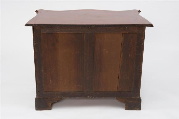 GEORGIAN CARVED MAHOGANY SERPENTINE CHEST OF DRAWERS, late 18th century