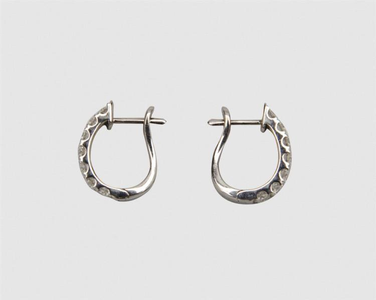 HEARTS ON FIRE 18K White Gold and Diamond Hoop Earrings