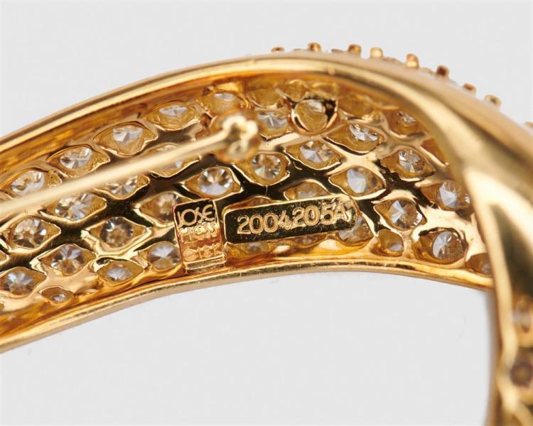 JOSE HESS 18K Gold and Diamond Pendant/Brooch