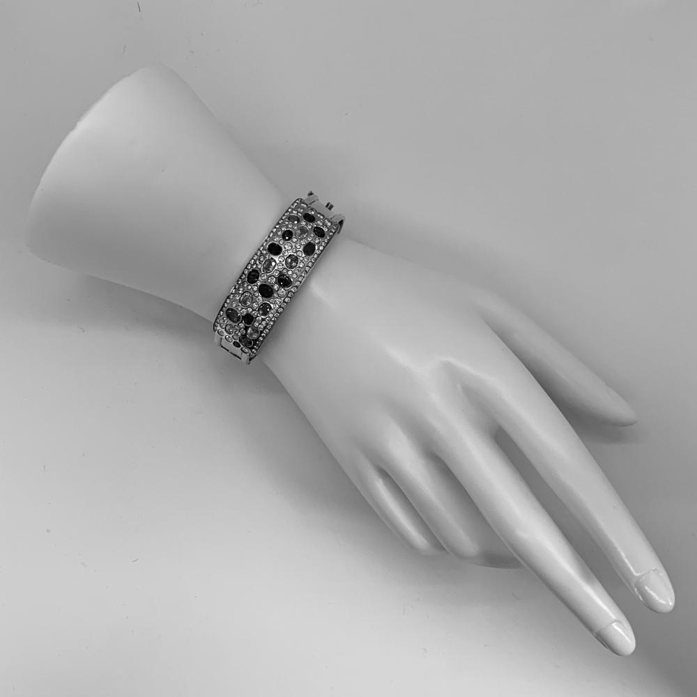 18K Gold, Diamond, and Sapphire Bangle Bracelet